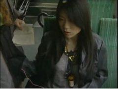 女性にしか興味が沸かないレズ女にバスの中で誘惑されホテルへ!