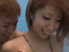 海の家のシャワー室でイケメン彼氏とエッチする巨乳お姉さん♪