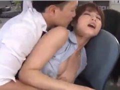 美人OL・吉沢明歩が性欲を抑えきれなくなった新人男性社員に襲われまくる!