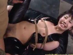 悪の組織に乗り込み監禁され性奴隷にされる美女!