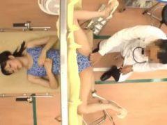 軟体美女が大開脚しながら診察で潮吹き